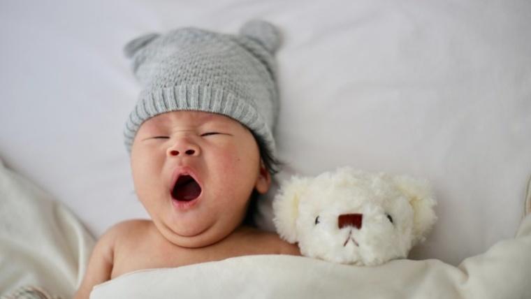 Bagaimana Perkembangan Bayi Tiga Bulan, Apa Aja Sih Ciri-cirinya?