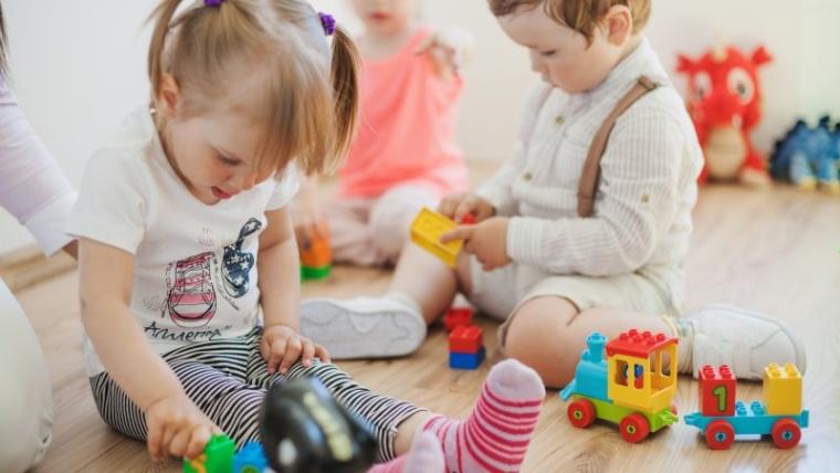 Pahami Tanda Usia Tepat untuk Mendaftarkan Anak ke Sekolah Moms